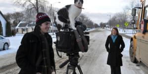 Reportage à Bonnyville: un chat s'invite… sur la caméra